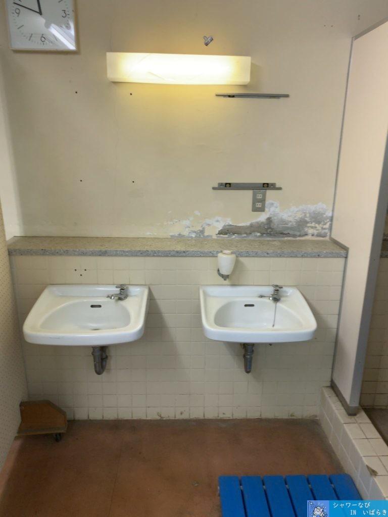 個室シャワー コインシャワー シャワー 茨城 水戸 運動総合公園 第一テニスコート 洗面台