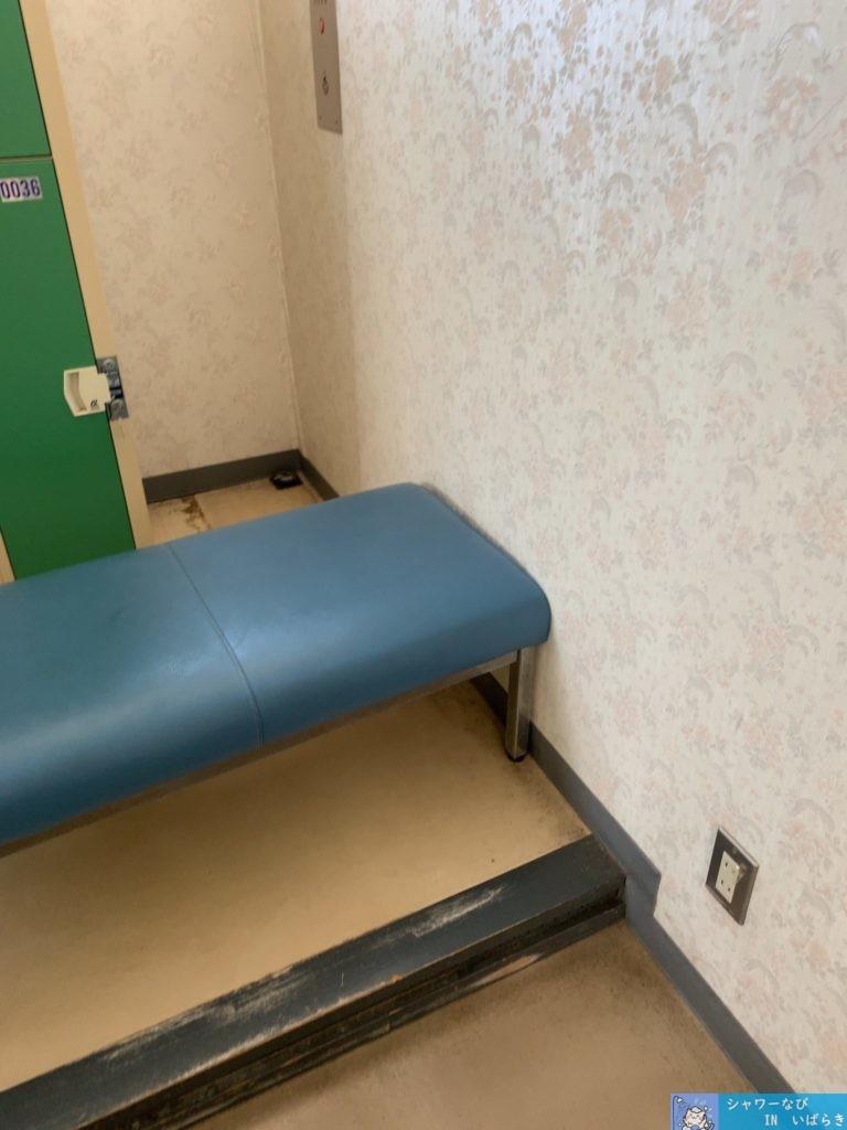 個室シャワー コインシャワー シャワー 茨城 水戸 運動総合公園 第二テニスコート ロッカーのベンチ